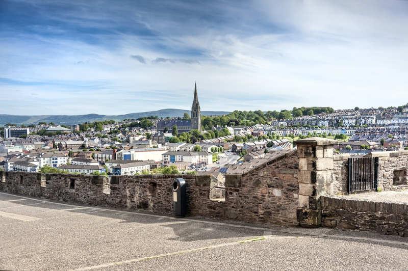 Muros-de-la-ciudad-de-Derry-que-ver-en-irlanda-del-norte