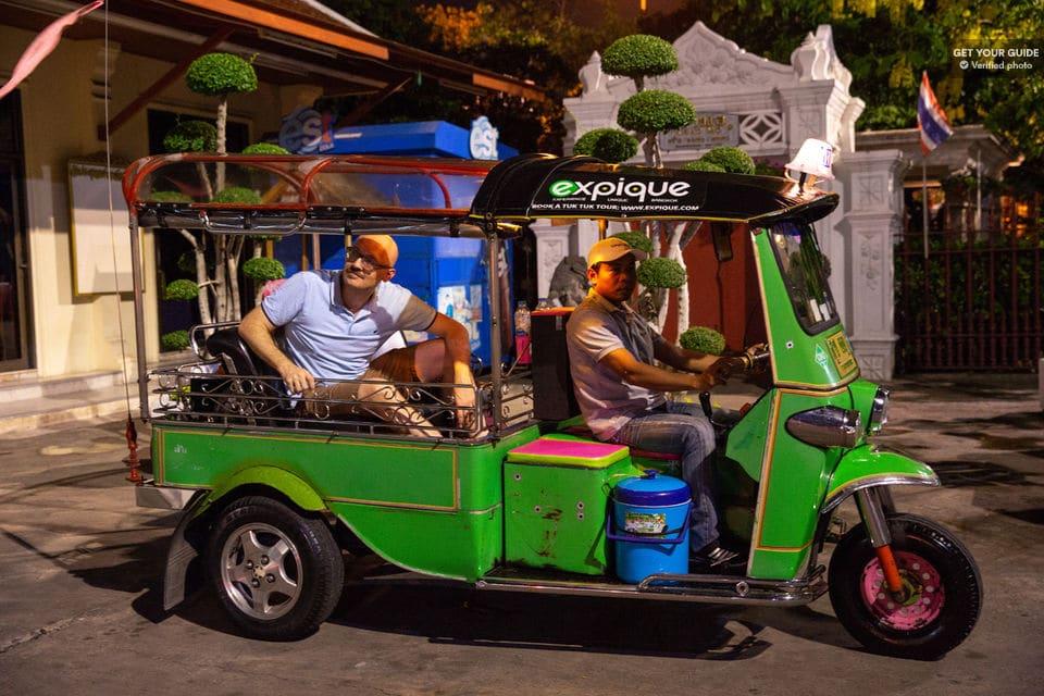 Tour nocturno en tuk tuk por Bangkok