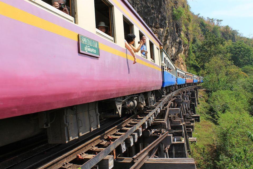 Recorrido en tren por el río Kwai y la muerte desde Bangkok