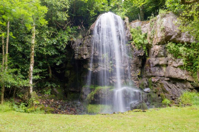 Kilfane Glen y cascada - que hacer en kilkenny
