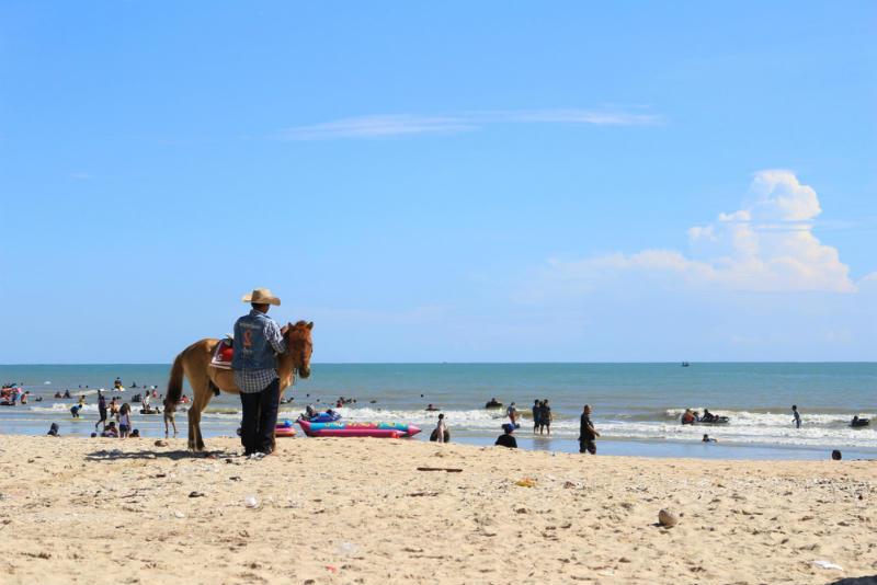 Cha-Am Beach, Petchburi