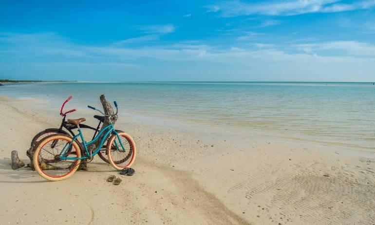 explorar holbox en bicicleta